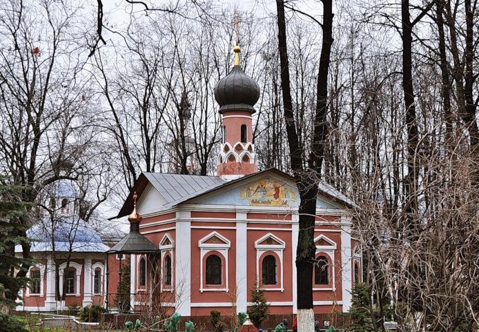Монастырь и кладбище Донской